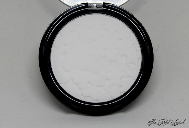Essence Valentine - Who Cares Collection Spring 2016 Translucent Fixing Powder 01 Guys Allowed, NOT! Product Shot