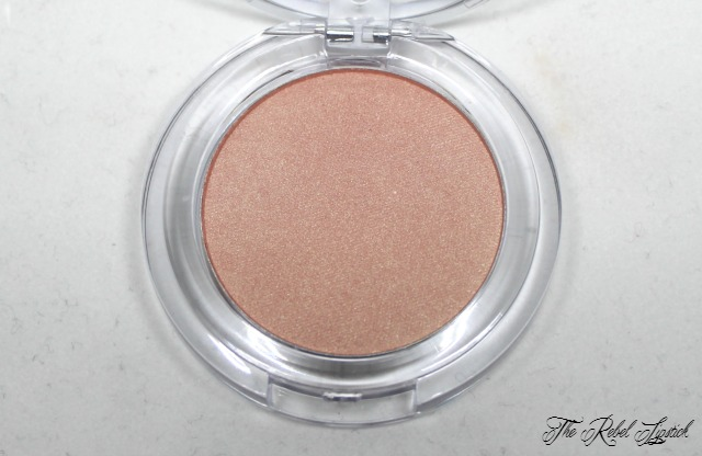 Essence Exit to Explore Trend Edition Eyeshadow 03 Apricot Cockatoo Close Up