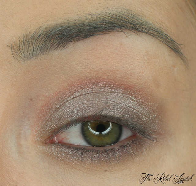 essence-the-metals-eyeshadow-swatch-over-lasting-eye-pencil