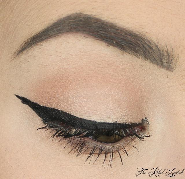 kat-von-d-bow-n-arrow-set-ink-liner-eye