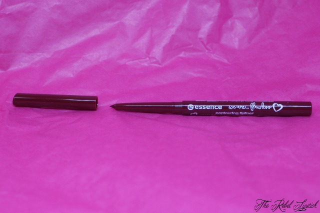essence-we-are-flawless-contouring-lipliner-inside