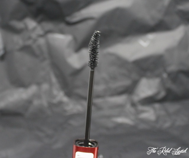 l-o-v-lash-affair-curling-bold-lashes-wand-close-up