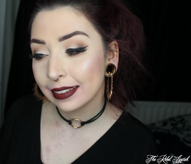 huda-beauty-lip-contour-set-liquid-matte-vixen-face