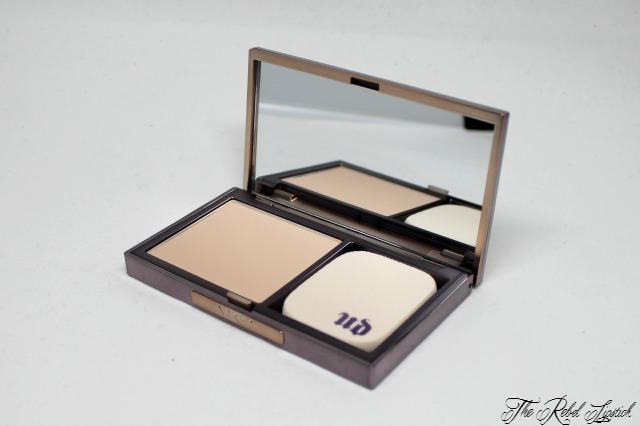 urban-decay-naked-skin-ultra-definition-powder-foundation-inside